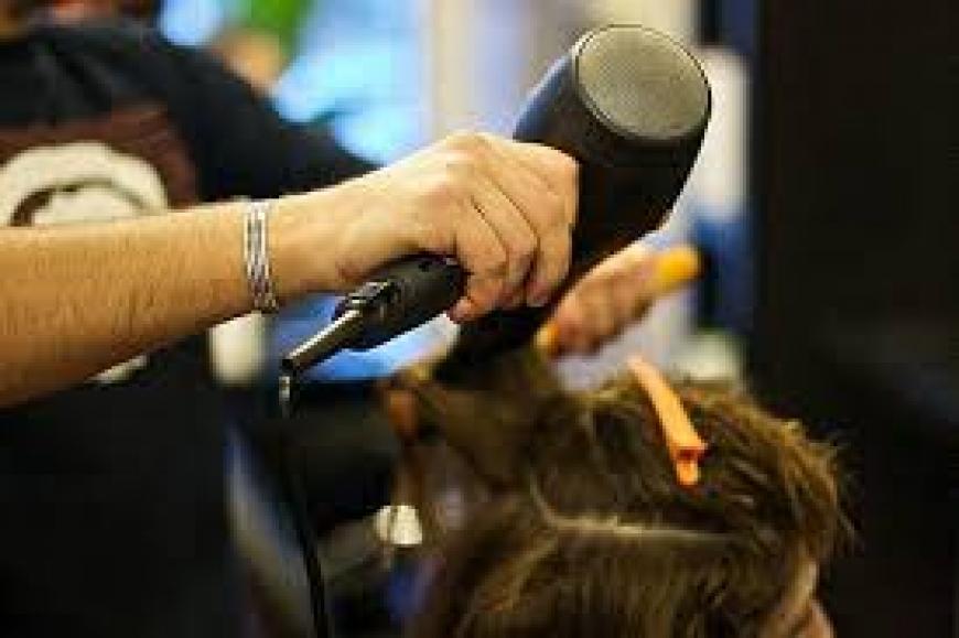 Abusa dell'apprendista 15enne, parrucchiere accusato di stupro